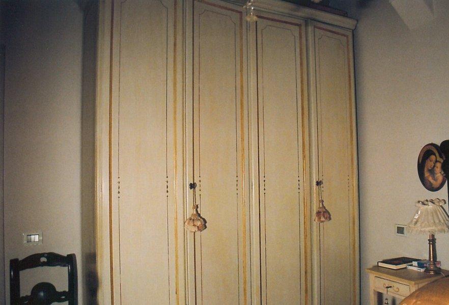 Ex-armadio laccato ridipinto