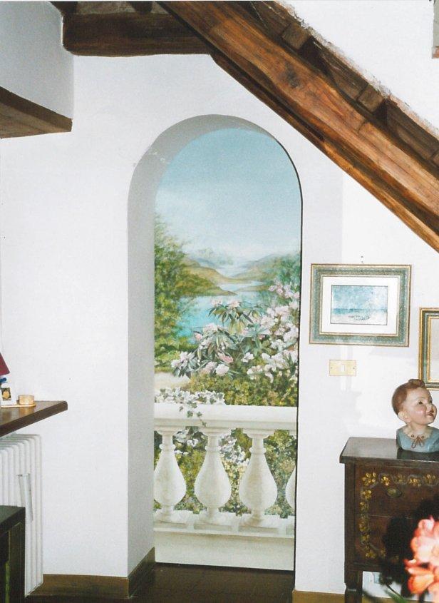 Trompe l'oeil di un paesaggio su porta scorrevole