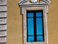 trompe-l'oeil esterno di bugnato e cornicione finestra
