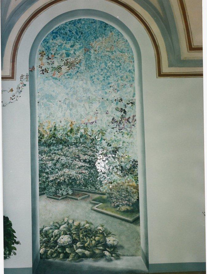trompe-l'oeil con aggiunta di mosaico in vetro